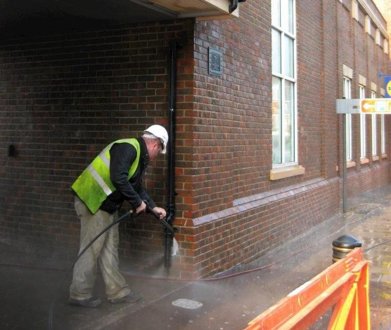 Lidl brick wall cleaning